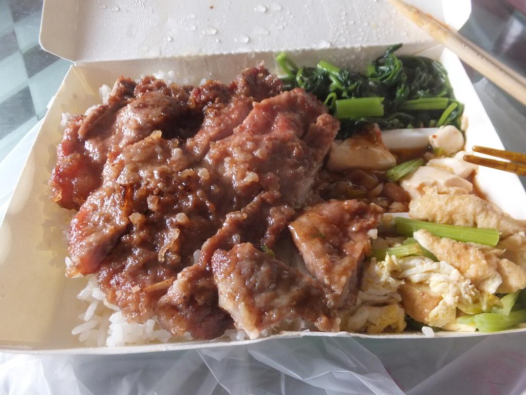 排骨弁当、野菜・マーボー豆腐付