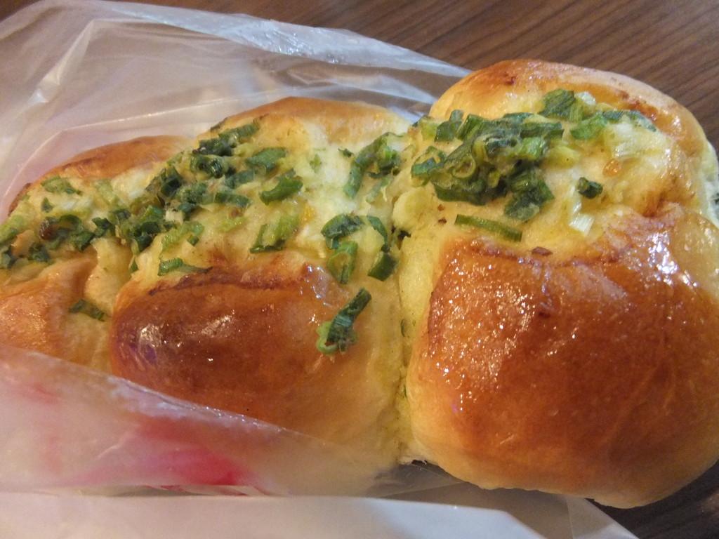 夕食の菓子パンと珈琲牛乳