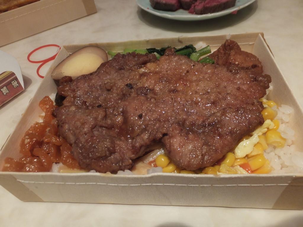 排骨弁当・魚弁当とサーロインステーキ